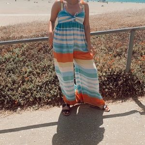 Very cute beach romper with pockets!